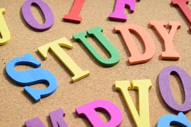 子どもに英語を学ばせるならいつからがベスト?