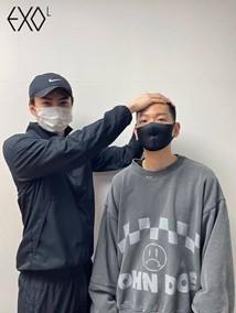 EXO ベクヒョンが入隊!ファンに向けて坊主姿を公開